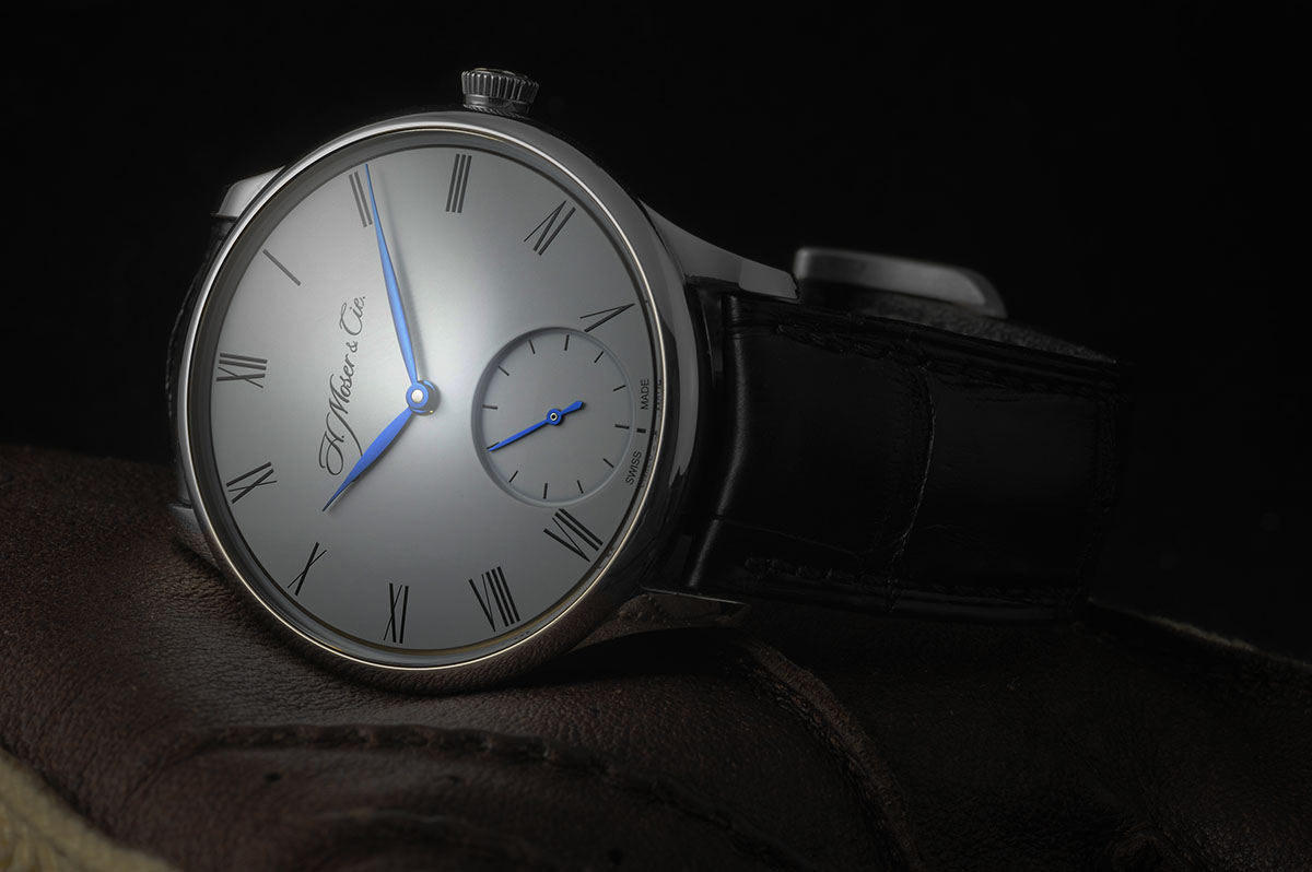 44770140 Really clean and sober which is the submerged sub-dial for the second hand  to consolidate. The Venturer case is slimmer then the Endeavour and with  the thin ...